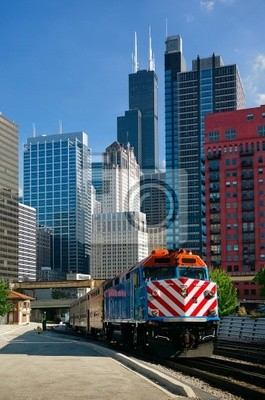 Постер Чикаго Чикаго Поезд МетроЧикаго<br>Постер на холсте или бумаге. Любого нужного вам размера. В раме или без. Подвес в комплекте. Трехслойная надежная упаковка. Доставим в любую точку России. Вам осталось только повесить картину на стену!<br>