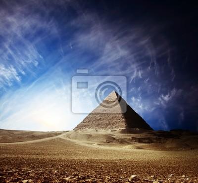 Постер Архитектура Постер 30142167, 22x20 см, на бумагеЕгипетские пирамиды<br>Постер на холсте или бумаге. Любого нужного вам размера. В раме или без. Подвес в комплекте. Трехслойная надежная упаковка. Доставим в любую точку России. Вам осталось только повесить картину на стену!<br>