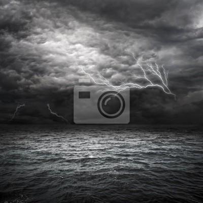 Постер Ураган, буря, торнадо Атлантическом Океане ШтормУраган, буря, торнадо<br>Постер на холсте или бумаге. Любого нужного вам размера. В раме или без. Подвес в комплекте. Трехслойная надежная упаковка. Доставим в любую точку России. Вам осталось только повесить картину на стену!<br>