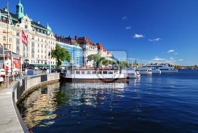 Постер Стокгольм Широкий вид на гавань части Стокгольма. ШвецияСтокгольм<br>Постер на холсте или бумаге. Любого нужного вам размера. В раме или без. Подвес в комплекте. Трехслойная надежная упаковка. Доставим в любую точку России. Вам осталось только повесить картину на стену!<br>