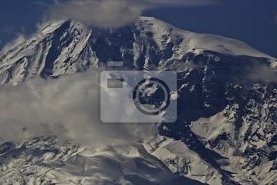 Постер Гора Арарат Вершину горы АраратГора Арарат<br>Постер на холсте или бумаге. Любого нужного вам размера. В раме или без. Подвес в комплекте. Трехслойная надежная упаковка. Доставим в любую точку России. Вам осталось только повесить картину на стену!<br>