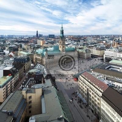 Постер Гамбург Гамбург, вид на Городской Ратуши и городская панорама, ГерманияГамбург<br>Постер на холсте или бумаге. Любого нужного вам размера. В раме или без. Подвес в комплекте. Трехслойная надежная упаковка. Доставим в любую точку России. Вам осталось только повесить картину на стену!<br>