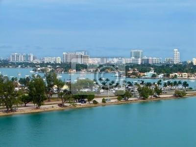 Постер Майами Eagle eye view порта МайамиМайами<br>Постер на холсте или бумаге. Любого нужного вам размера. В раме или без. Подвес в комплекте. Трехслойная надежная упаковка. Доставим в любую точку России. Вам осталось только повесить картину на стену!<br>
