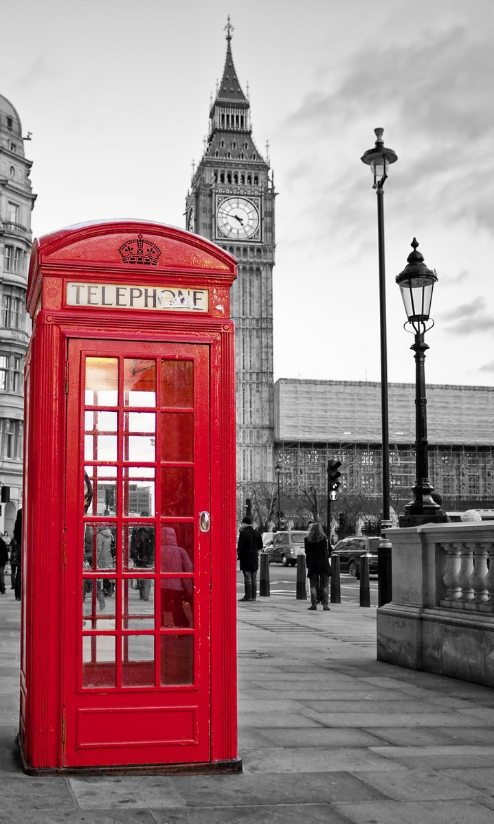 Постер Англия Красные телефонные будки в Лондоне с Биг-Бен в черном и беломАнглия<br>Постер на холсте или бумаге. Любого нужного вам размера. В раме или без. Подвес в комплекте. Трехслойная надежная упаковка. Доставим в любую точку России. Вам осталось только повесить картину на стену!<br>