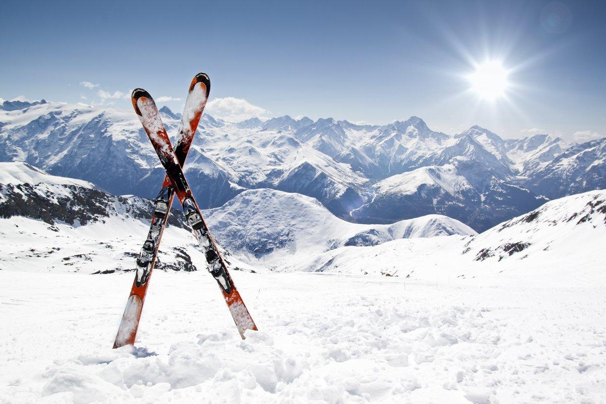 Постер Альпийский пейзаж Пары, кросс, лыжиАльпийский пейзаж<br>Постер на холсте или бумаге. Любого нужного вам размера. В раме или без. Подвес в комплекте. Трехслойная надежная упаковка. Доставим в любую точку России. Вам осталось только повесить картину на стену!<br>