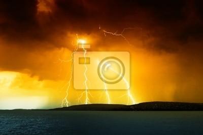 Постер Ураган, буря, торнадо Буря над озером БалатонУраган, буря, торнадо<br>Постер на холсте или бумаге. Любого нужного вам размера. В раме или без. Подвес в комплекте. Трехслойная надежная упаковка. Доставим в любую точку России. Вам осталось только повесить картину на стену!<br>