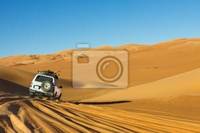 Постер Пейзажи Сафари В Пустыне Сахаре, 30x20 см, на бумагеАфриканский пейзаж<br>Постер на холсте или бумаге. Любого нужного вам размера. В раме или без. Подвес в комплекте. Трехслойная надежная упаковка. Доставим в любую точку России. Вам осталось только повесить картину на стену!<br>