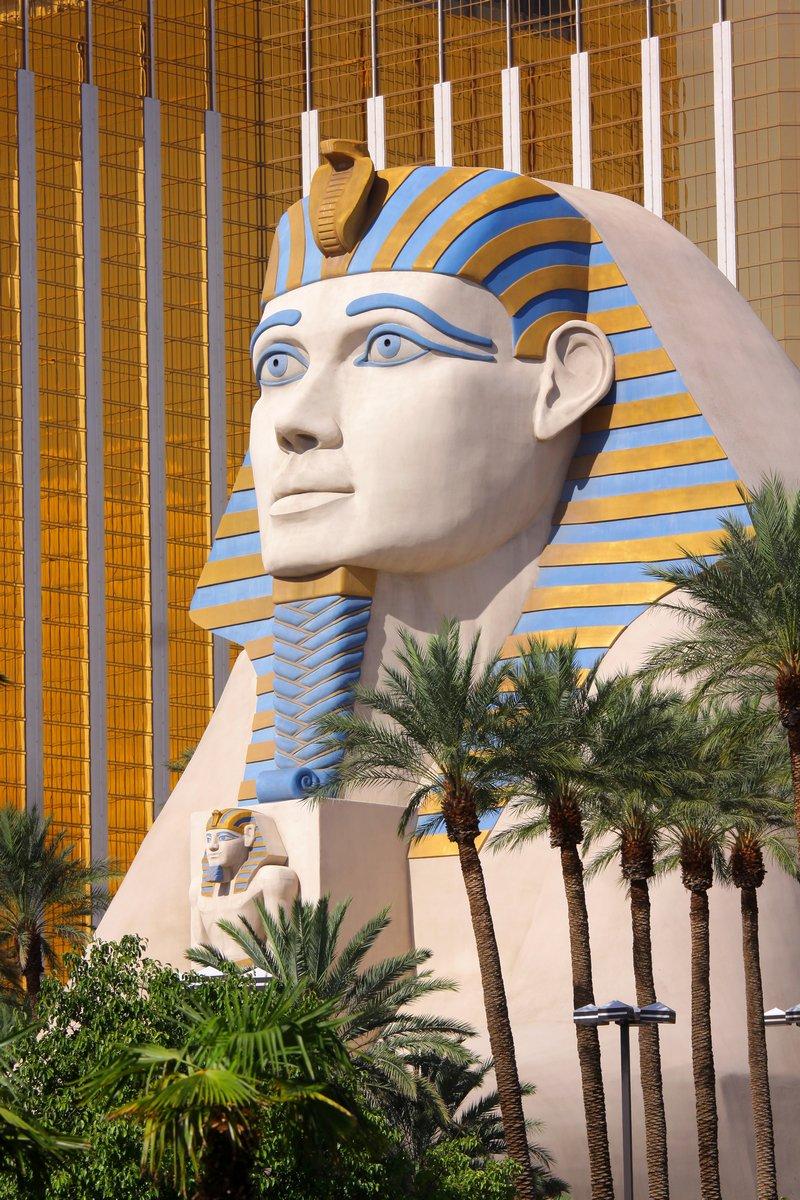 Постер Архитектура Статуя Сфинкса перед Luxor hotel, 20x30 см, на бумагеСфинксы<br>Постер на холсте или бумаге. Любого нужного вам размера. В раме или без. Подвес в комплекте. Трехслойная надежная упаковка. Доставим в любую точку России. Вам осталось только повесить картину на стену!<br>
