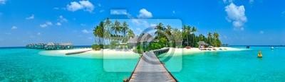 Постер Пейзаж морской Мальдивские острова ПанорамаПейзаж морской<br>Постер на холсте или бумаге. Любого нужного вам размера. В раме или без. Подвес в комплекте. Трехслойная надежная упаковка. Доставим в любую точку России. Вам осталось только повесить картину на стену!<br>