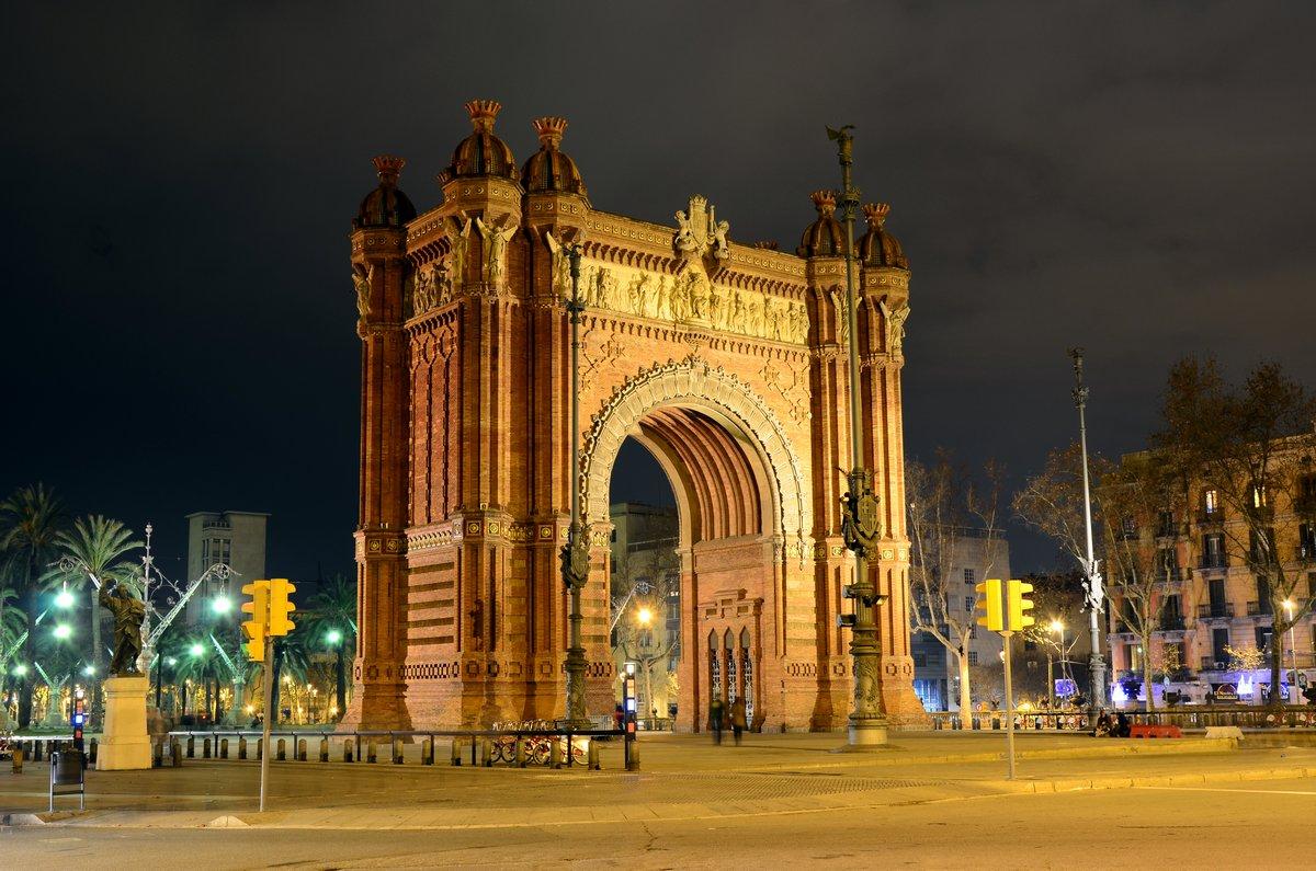 Постер Барселона Arc de Triomf ночью в БарселонеБарселона<br>Постер на холсте или бумаге. Любого нужного вам размера. В раме или без. Подвес в комплекте. Трехслойная надежная упаковка. Доставим в любую точку России. Вам осталось только повесить картину на стену!<br>