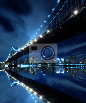 Постер Нью-Йорк Манхэттенский Мост Ночью Огни, Нью-ЙоркНью-Йорк<br>Постер на холсте или бумаге. Любого нужного вам размера. В раме или без. Подвес в комплекте. Трехслойная надежная упаковка. Доставим в любую точку России. Вам осталось только повесить картину на стену!<br>