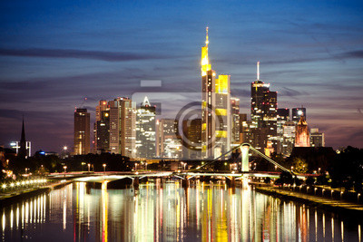 Постер Франкфурт Вид на горизонт Франкфурта на ночьФранкфурт<br>Постер на холсте или бумаге. Любого нужного вам размера. В раме или без. Подвес в комплекте. Трехслойная надежная упаковка. Доставим в любую точку России. Вам осталось только повесить картину на стену!<br>
