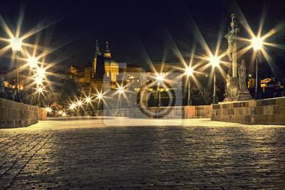 Постер Прага Карлов мост в Праге с фонарямиПрага<br>Постер на холсте или бумаге. Любого нужного вам размера. В раме или без. Подвес в комплекте. Трехслойная надежная упаковка. Доставим в любую точку России. Вам осталось только повесить картину на стену!<br>