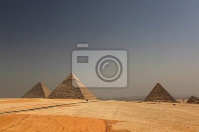 Pyramides из Keops, 30x20 см, на бумагеЕгипетские пирамиды<br>Постер на холсте или бумаге. Любого нужного вам размера. В раме или без. Подвес в комплекте. Трехслойная надежная упаковка. Доставим в любую точку России. Вам осталось только повесить картину на стену!<br>