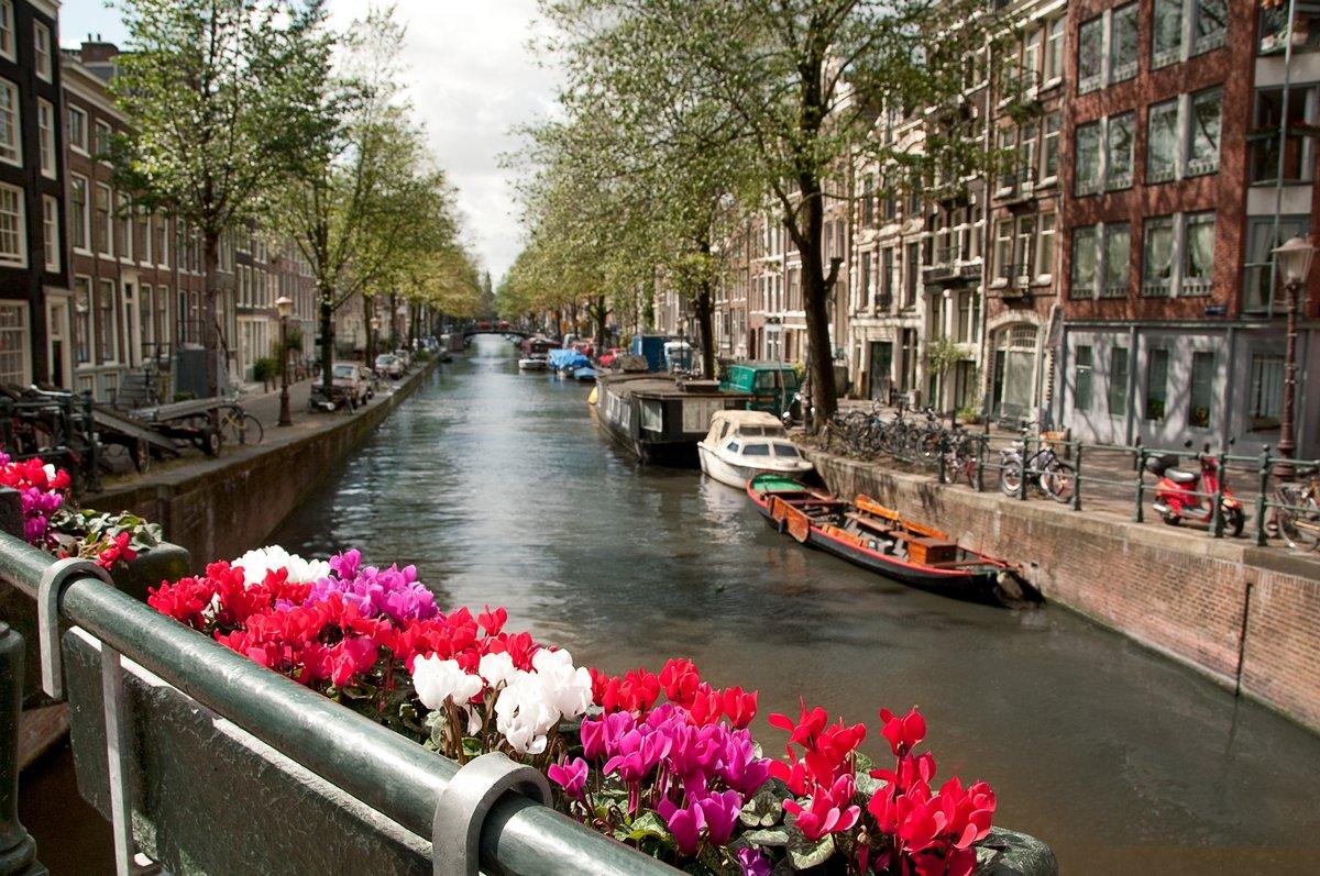 Постер Амстердам КаналАмстердам<br>Постер на холсте или бумаге. Любого нужного вам размера. В раме или без. Подвес в комплекте. Трехслойная надежная упаковка. Доставим в любую точку России. Вам осталось только повесить картину на стену!<br>