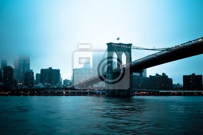 Постер Нью-Йорк Бруклинский Мост im небеля, 30x20 см, на бумагеНью-Йорк<br>Постер на холсте или бумаге. Любого нужного вам размера. В раме или без. Подвес в комплекте. Трехслойная надежная упаковка. Доставим в любую точку России. Вам осталось только повесить картину на стену!<br>