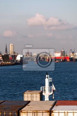 Постер Гамбург Приближаясь К Гамбургской ГаваниГамбург<br>Постер на холсте или бумаге. Любого нужного вам размера. В раме или без. Подвес в комплекте. Трехслойная надежная упаковка. Доставим в любую точку России. Вам осталось только повесить картину на стену!<br>