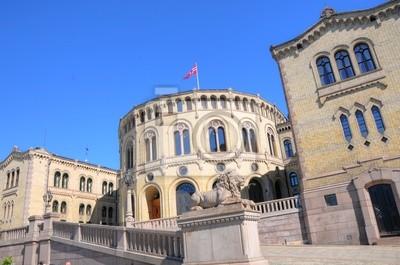 Постер Осло Осло (Норвегия) - ПарламентОсло<br>Постер на холсте или бумаге. Любого нужного вам размера. В раме или без. Подвес в комплекте. Трехслойная надежная упаковка. Доставим в любую точку России. Вам осталось только повесить картину на стену!<br>