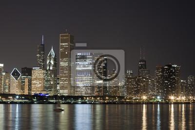 Постер Города и карты Ночной Вид на Чикаго, 30x20 см, на бумагеЧикаго<br>Постер на холсте или бумаге. Любого нужного вам размера. В раме или без. Подвес в комплекте. Трехслойная надежная упаковка. Доставим в любую точку России. Вам осталось только повесить картину на стену!<br>