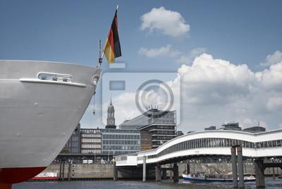 Постер Гамбург Вид на гавань части Гамбурга, в том числе St, Майкл церквиГамбург<br>Постер на холсте или бумаге. Любого нужного вам размера. В раме или без. Подвес в комплекте. Трехслойная надежная упаковка. Доставим в любую точку России. Вам осталось только повесить картину на стену!<br>