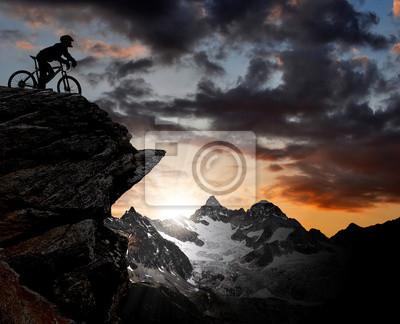 Постер Альпийский пейзаж Силуэт байкер в швейцарских АльпахАльпийский пейзаж<br>Постер на холсте или бумаге. Любого нужного вам размера. В раме или без. Подвес в комплекте. Трехслойная надежная упаковка. Доставим в любую точку России. Вам осталось только повесить картину на стену!<br>