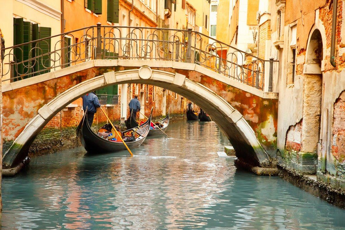 Постер Венеция ВенецияВенеция<br>Постер на холсте или бумаге. Любого нужного вам размера. В раме или без. Подвес в комплекте. Трехслойная надежная упаковка. Доставим в любую точку России. Вам осталось только повесить картину на стену!<br>