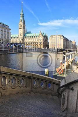 Постер Гамбург Вид на Гамбург Rathaus и винтовая лестница, ГерманияГамбург<br>Постер на холсте или бумаге. Любого нужного вам размера. В раме или без. Подвес в комплекте. Трехслойная надежная упаковка. Доставим в любую точку России. Вам осталось только повесить картину на стену!<br>
