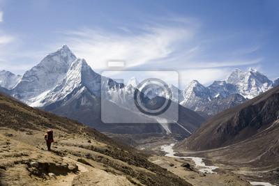 Постер Пейзаж горный Непальские пейзаж, AmadablamПейзаж горный<br>Постер на холсте или бумаге. Любого нужного вам размера. В раме или без. Подвес в комплекте. Трехслойная надежная упаковка. Доставим в любую точку России. Вам осталось только повесить картину на стену!<br>