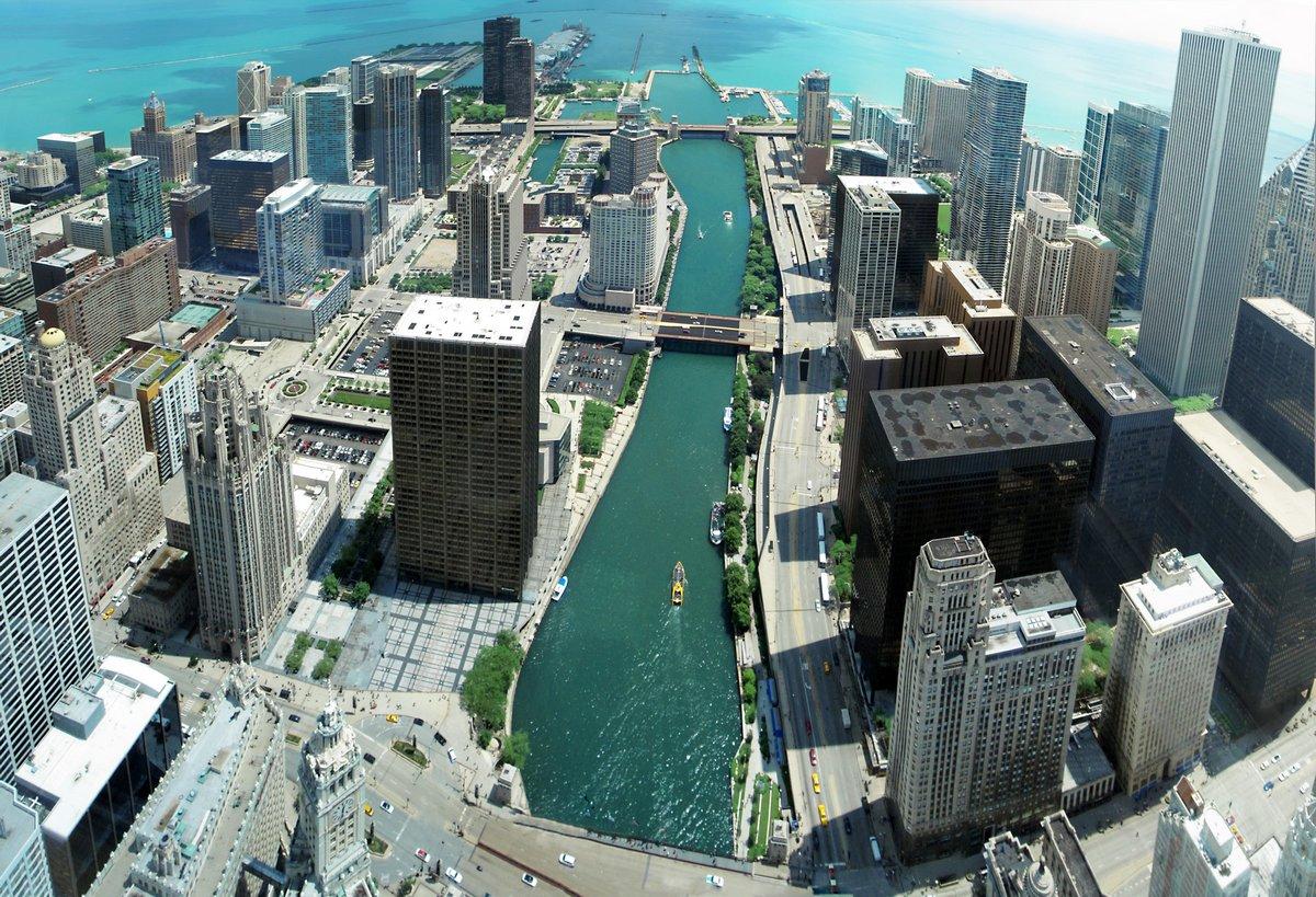 Постер Чикаго Уникальный Чикаго skyline панорама с 88-й этаж на реку ЧикагоЧикаго<br>Постер на холсте или бумаге. Любого нужного вам размера. В раме или без. Подвес в комплекте. Трехслойная надежная упаковка. Доставим в любую точку России. Вам осталось только повесить картину на стену!<br>