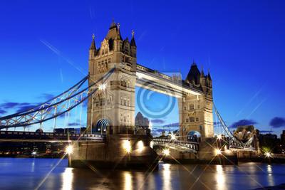 Постер Лондон Вечером Тауэрский мост, Лондон, ВеликобританияЛондон<br>Постер на холсте или бумаге. Любого нужного вам размера. В раме или без. Подвес в комплекте. Трехслойная надежная упаковка. Доставим в любую точку России. Вам осталось только повесить картину на стену!<br>