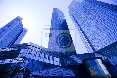 Постер Франкфурт Офисное здание в деловом центреФранкфурт<br>Постер на холсте или бумаге. Любого нужного вам размера. В раме или без. Подвес в комплекте. Трехслойная надежная упаковка. Доставим в любую точку России. Вам осталось только повесить картину на стену!<br>