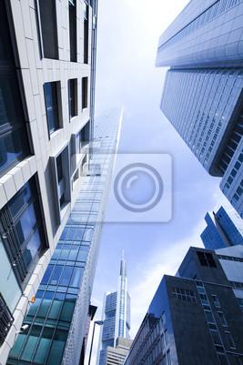 Постер Франкфурт Офисное здание на фоне голубого небаФранкфурт<br>Постер на холсте или бумаге. Любого нужного вам размера. В раме или без. Подвес в комплекте. Трехслойная надежная упаковка. Доставим в любую точку России. Вам осталось только повесить картину на стену!<br>