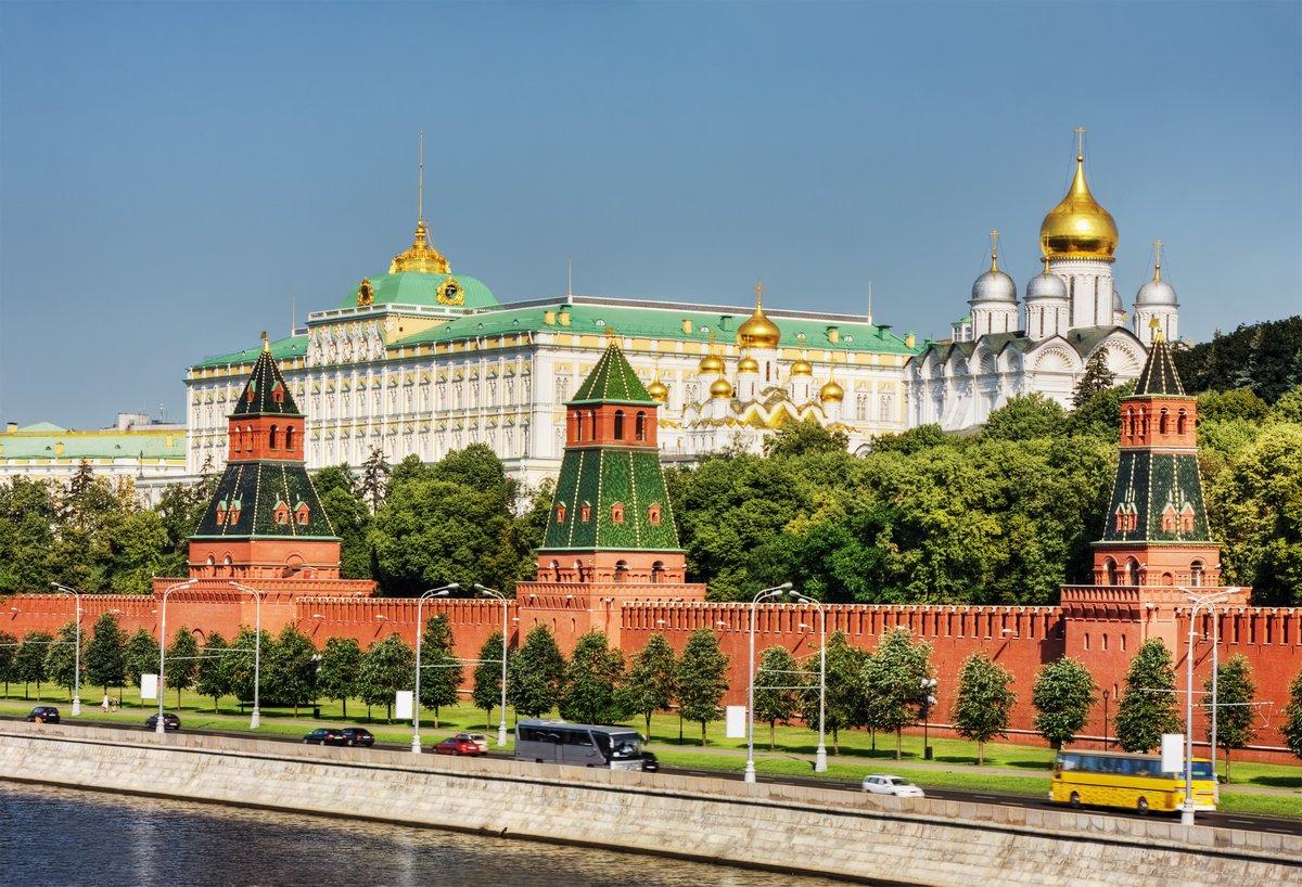 Постер Россия Московский КремльРоссия<br>Постер на холсте или бумаге. Любого нужного вам размера. В раме или без. Подвес в комплекте. Трехслойная надежная упаковка. Доставим в любую точку России. Вам осталось только повесить картину на стену!<br>