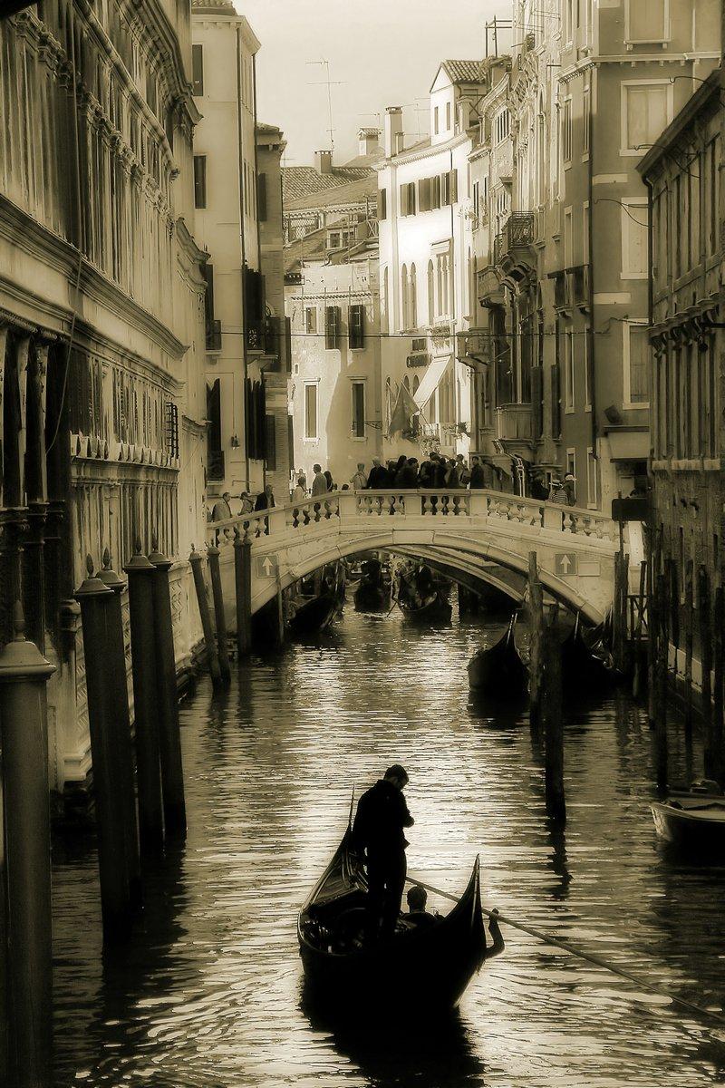 Постер Венеция Гондола силуэт на Венецианский канал., 20x30 см, на бумагеВенеция<br>Постер на холсте или бумаге. Любого нужного вам размера. В раме или без. Подвес в комплекте. Трехслойная надежная упаковка. Доставим в любую точку России. Вам осталось только повесить картину на стену!<br>