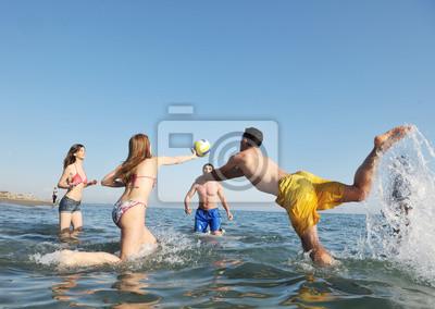 Молодые люди, группы, веселиться и играть в пляжный волейбол, 28x20 см, на бумагеВолейбол<br>Постер на холсте или бумаге. Любого нужного вам размера. В раме или без. Подвес в комплекте. Трехслойная надежная упаковка. Доставим в любую точку России. Вам осталось только повесить картину на стену!<br>
