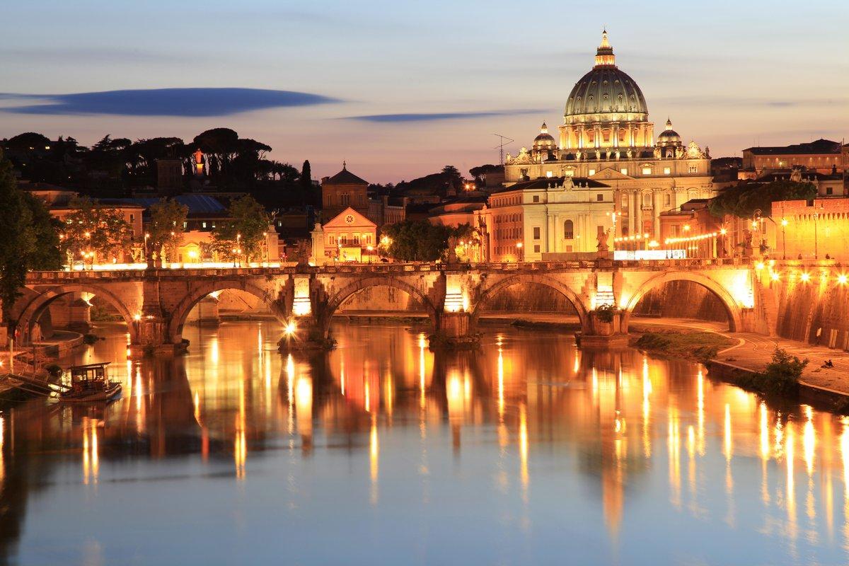 Постер Рим Сан-Анджело, Мост и Ватикан ночьюРим<br>Постер на холсте или бумаге. Любого нужного вам размера. В раме или без. Подвес в комплекте. Трехслойная надежная упаковка. Доставим в любую точку России. Вам осталось только повесить картину на стену!<br>