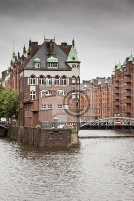Постер Гамбург Wasserschloss ГамбургГамбург<br>Постер на холсте или бумаге. Любого нужного вам размера. В раме или без. Подвес в комплекте. Трехслойная надежная упаковка. Доставим в любую точку России. Вам осталось только повесить картину на стену!<br>