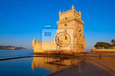 Постер Лиссабон Башни Белем, Лиссабон, ПортугалияЛиссабон<br>Постер на холсте или бумаге. Любого нужного вам размера. В раме или без. Подвес в комплекте. Трехслойная надежная упаковка. Доставим в любую точку России. Вам осталось только повесить картину на стену!<br>