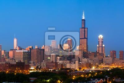 Постер Чикаго Чикаго skyline в сумерках.Чикаго<br>Постер на холсте или бумаге. Любого нужного вам размера. В раме или без. Подвес в комплекте. Трехслойная надежная упаковка. Доставим в любую точку России. Вам осталось только повесить картину на стену!<br>
