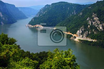 Постер Румыния Дунай каньонРумыния<br>Постер на холсте или бумаге. Любого нужного вам размера. В раме или без. Подвес в комплекте. Трехслойная надежная упаковка. Доставим в любую точку России. Вам осталось только повесить картину на стену!<br>