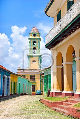 Постер Куба Колоритная улица в Тринидад, КубаКуба<br>Постер на холсте или бумаге. Любого нужного вам размера. В раме или без. Подвес в комплекте. Трехслойная надежная упаковка. Доставим в любую точку России. Вам осталось только повесить картину на стену!<br>