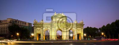 Puerta de Alcala, Мадрид, Испания, 53x20 см, на бумагеМадрид<br>Постер на холсте или бумаге. Любого нужного вам размера. В раме или без. Подвес в комплекте. Трехслойная надежная упаковка. Доставим в любую точку России. Вам осталось только повесить картину на стену!<br>