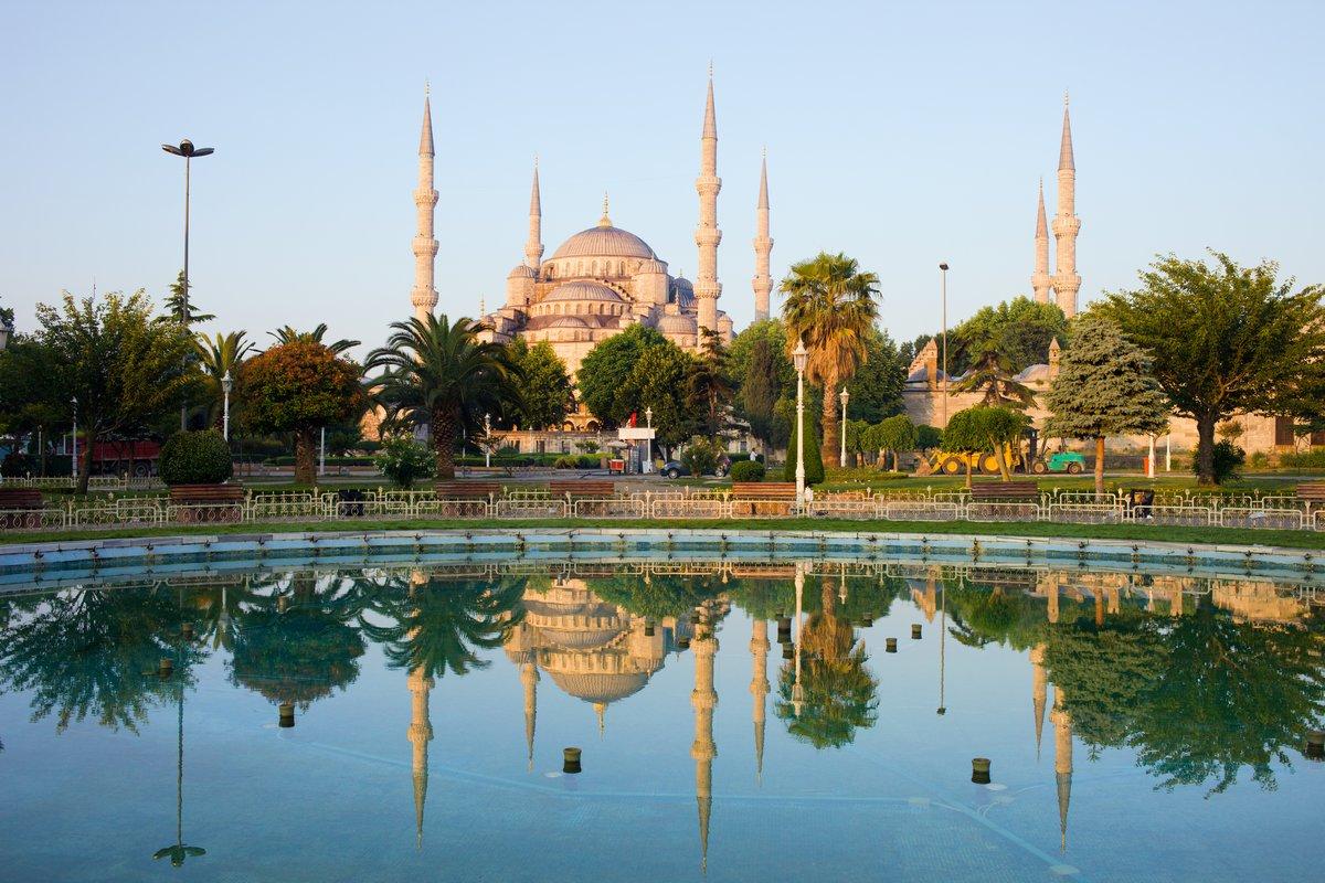 Постер Стамбул Голубая Мечеть на РассветеСтамбул<br>Постер на холсте или бумаге. Любого нужного вам размера. В раме или без. Подвес в комплекте. Трехслойная надежная упаковка. Доставим в любую точку России. Вам осталось только повесить картину на стену!<br>
