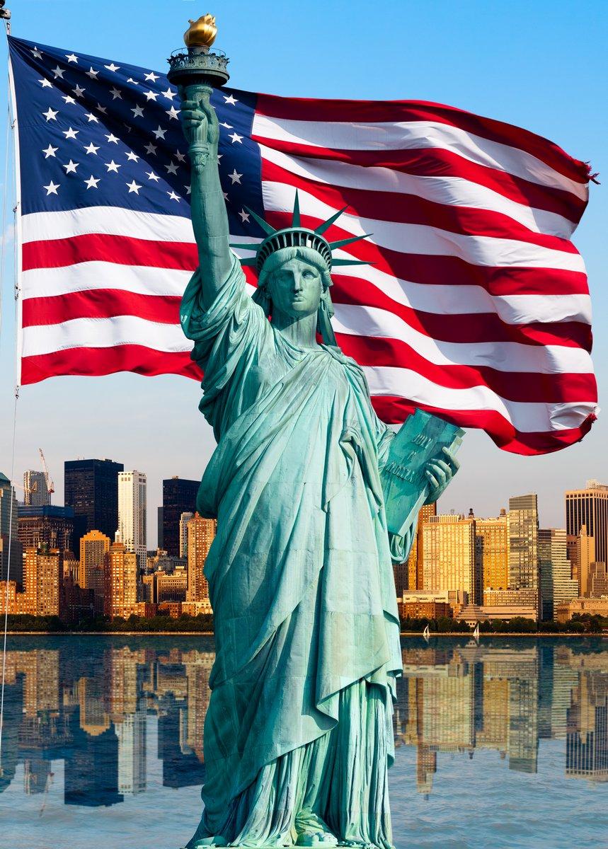 Постер Нью-Йорк, статуя-де-ла-ЛибертеФлаг США<br>Постер на холсте или бумаге. Любого нужного вам размера. В раме или без. Подвес в комплекте. Трехслойная надежная упаковка. Доставим в любую точку России. Вам осталось только повесить картину на стену!<br>