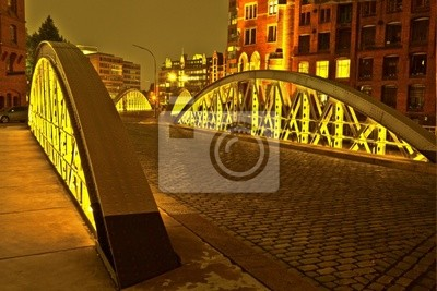 Постер Гамбург Speicherstadt в Гамбурге ночьюГамбург<br>Постер на холсте или бумаге. Любого нужного вам размера. В раме или без. Подвес в комплекте. Трехслойная надежная упаковка. Доставим в любую точку России. Вам осталось только повесить картину на стену!<br>