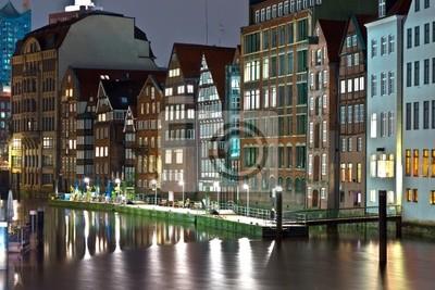 Постер Города и карты Старые виллы на берегу канала, в Гамбурге ночью, 30x20 см, на бумагеГамбург<br>Постер на холсте или бумаге. Любого нужного вам размера. В раме или без. Подвес в комплекте. Трехслойная надежная упаковка. Доставим в любую точку России. Вам осталось только повесить картину на стену!<br>