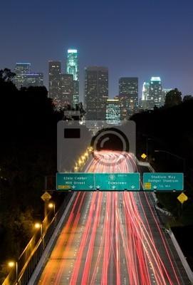 Постер Города и карты Трафик через Лос-Анджелес ночью, 20x30 см, на бумагеЛос-Анджелес<br>Постер на холсте или бумаге. Любого нужного вам размера. В раме или без. Подвес в комплекте. Трехслойная надежная упаковка. Доставим в любую точку России. Вам осталось только повесить картину на стену!<br>