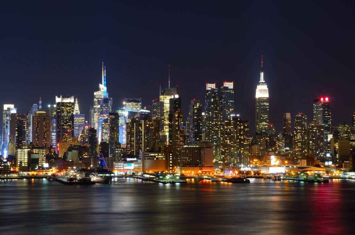 Постер Нью-Йорк Midtown Manhattan SkylineНью-Йорк<br>Постер на холсте или бумаге. Любого нужного вам размера. В раме или без. Подвес в комплекте. Трехслойная надежная упаковка. Доставим в любую точку России. Вам осталось только повесить картину на стену!<br>