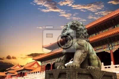 Постер Пекин Бронзовый Лев в запретный городПекин<br>Постер на холсте или бумаге. Любого нужного вам размера. В раме или без. Подвес в комплекте. Трехслойная надежная упаковка. Доставим в любую точку России. Вам осталось только повесить картину на стену!<br>