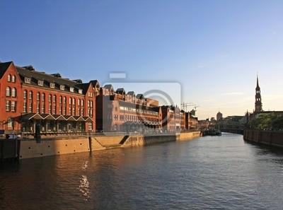 Постер Гамбург Старые склады в ГамбургеГамбург<br>Постер на холсте или бумаге. Любого нужного вам размера. В раме или без. Подвес в комплекте. Трехслойная надежная упаковка. Доставим в любую точку России. Вам осталось только повесить картину на стену!<br>